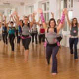 Bailar con el bebé, una manera de ejercitarnos durante el posparto
